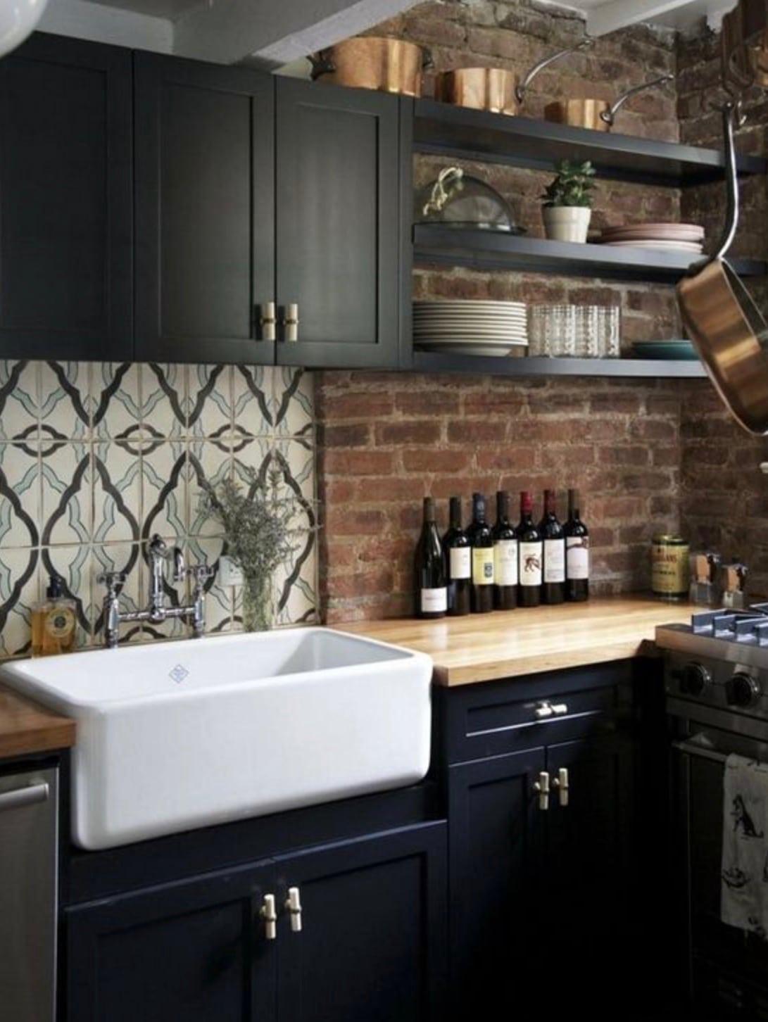 Cuisine brique noir bois - Camille & Victor